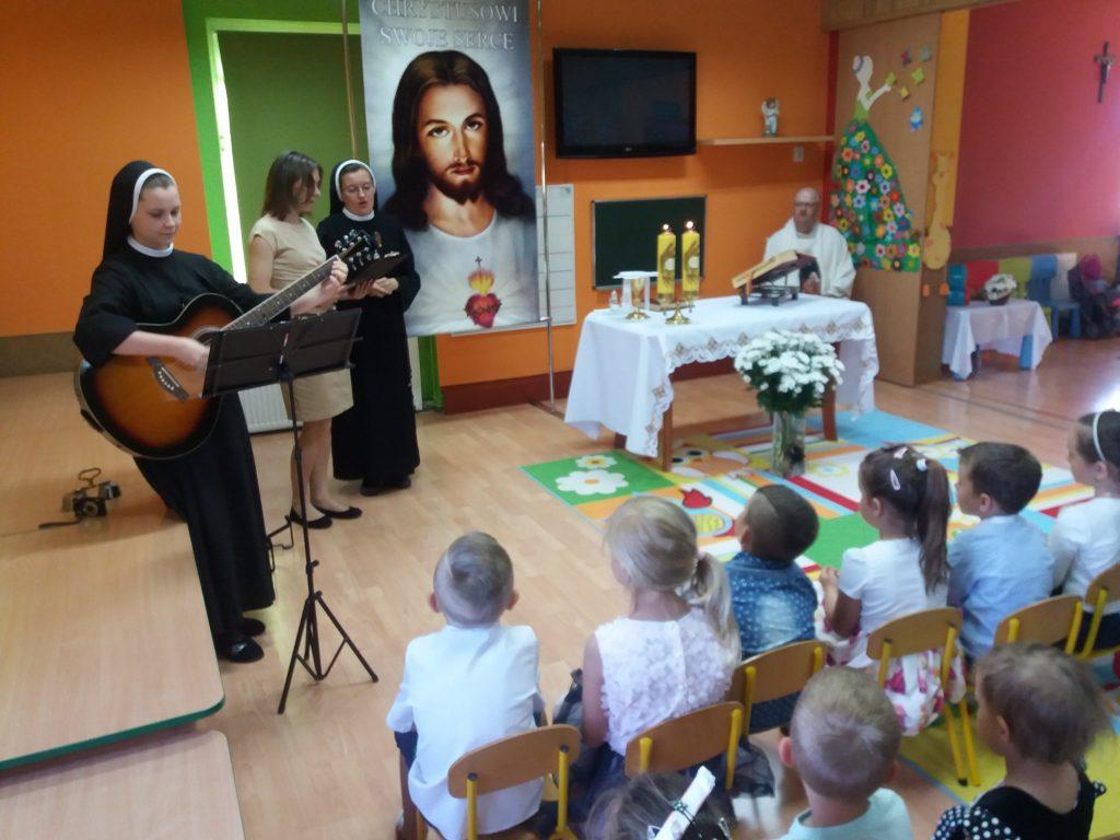 siostra z panią śpiewa psalm