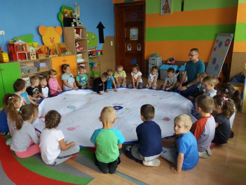 dzieci opowiadają o owocach