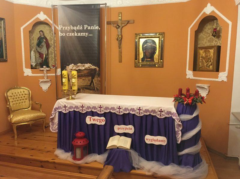 kaplica, dekoracja adwentowa