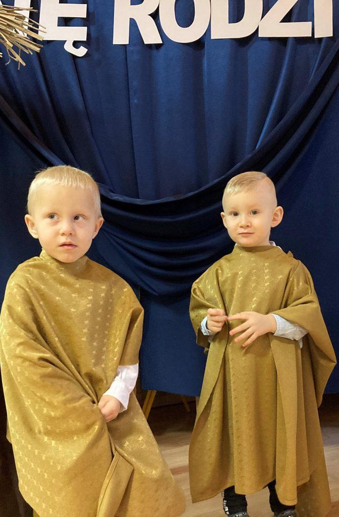 dwoje chłopców jako pastuszkowie