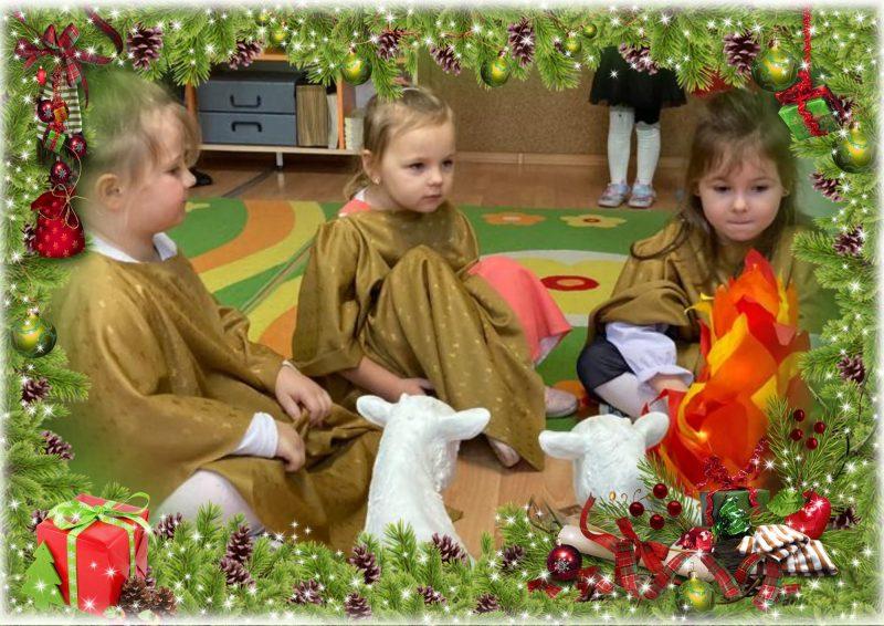 trzy dziewczynki siedzą na dywanie